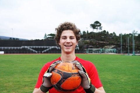 HAR AMBISJONANE KLARE:?Jacob Tredal (15) frå Knarvik har allereie spelt kamp for Fulham. Ambisjonane er landslagsplass i framtida.
