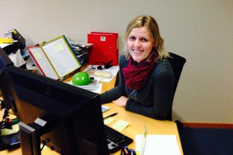 Tre nye vinnarar er trekte ut i julekalenderen vår. På bildet marknadskonsulent Paula Kathrine Lesto i Firda.