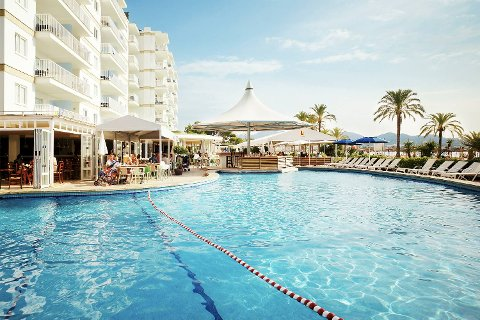 Klassikeren Mallorca. Dette bildet er fra Sunwing Resort på Alcudia beach. Ving lokker også med Mallorca uten streender.