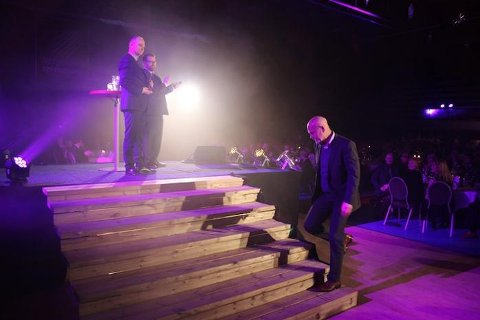 Bjørn Bonsaksen mottok prisen for at Smeltedigelen ble kåret til beste publikasjon.