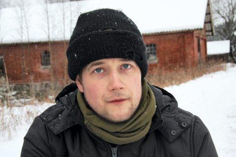 REGISSØREN: Reinert Kiil mener både Tjaberg skole, Øvre Øyen gård og Lillesethsætra er perfekte locations.