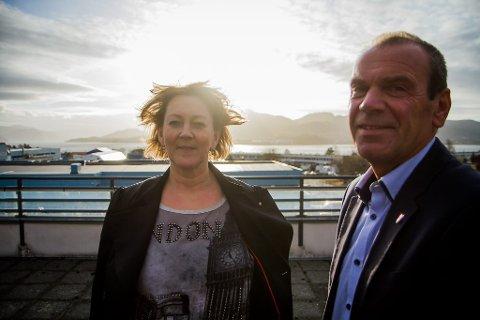 KJEMPAR: Astrid Aarhus Byrknes og Nils Marton Aadland kjempar for å få behalda mammografibussen i Nordhordland.