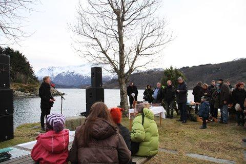 VIKTIG NASJONAL SAK: Leiar i Natur og Ungdom, Arnstein Vestre, heldt appell i Vevring. Han håpar ein nasjonal debatt kan bidra til at regjeringa seier nei til fjorddeponi.