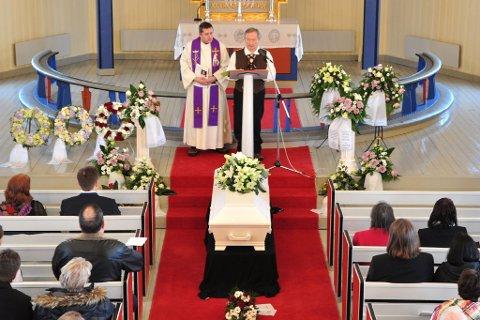 FARVEL: Fredag ble forfatteren Alf Nilsen-Børsskog gravlagt i sin hjembygd Børselv i Porsanger, der seremonien både ble innledet og avsluttet på kvensk.
