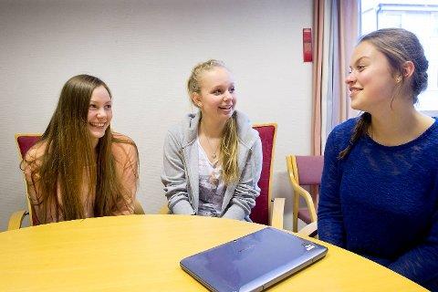 Elever ved Holen skole liker tanken på å bli inkludert, men  de er usikker på om det er utelukkende positivt. F.v Andrea Haugervaag, Rakel Kildedal og Monika Zvirvlyte.