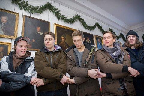 RIKSSALEN: «Vil dere ofre liv og blod for det elskede fedreland?» «Ja», sa Åsnes-elevene og dannet broderkjede, som for 200 år siden.