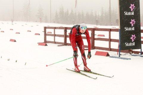 Tom: Vebjørn Hegdal tok seg helt ut under 7,5 km klassisk fredag. Et uventet snøvær felte vinnersjansene, ettersom skiene satt bom fast i sporet.Foto: Roar Jødahl
