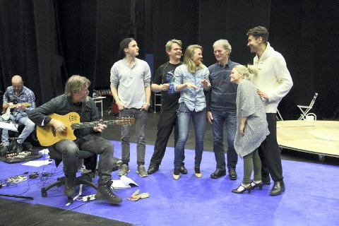 1 Teater Innlandets «Det året det var så bratt «- en forestilling med Amazooon.