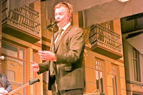 Alex Rosèn målbandt publikum i kultursalen.