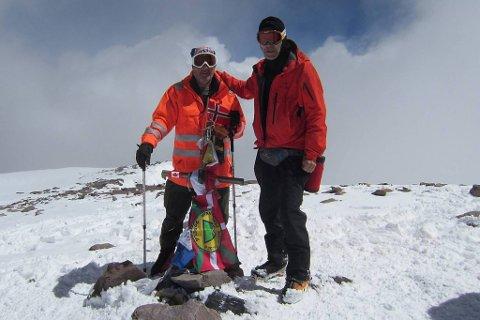 TOPPEN: Etter 12 dagars blodslit sto Reidar Birkeflet og Jonn Skagen på det høgste fjellet på den vestlege halvkule.