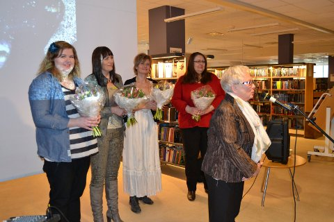 Deltakerne på markeringen, Guro Josephson Berby, Maria Skriver, Cecilie Laeskogen og Tonje Aspenes Skjalmar, sammen med Astrid Busterud i Soroptimistene.