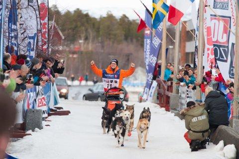 Finske Ronny Wingren vant 50-mila kun noen få minutter foran Hilde Askilt.