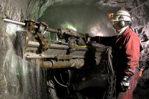Skaland Graphite AS på Senja. En av de nordnorske gruvene som er en stor suksess. I nordnorske fjell ligger det milliardverdier ? nok for å lage et eventyr på land som overgår olje- og gass sin betydning i landsdelen.