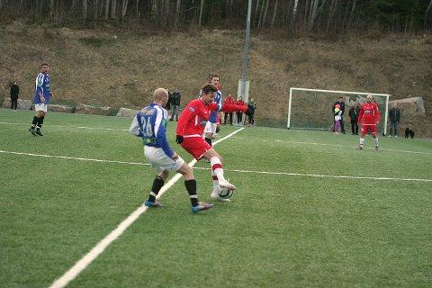 Jørgen Røssevold, dagens DFI-kaptein, ble mye mer synlig da DFI tok over etter sidebytte. Men også Jørgen har et godt stykke igjen til god gammel kampform. Forhåpentlig vil to ukers god trening gjøre Jørgen og hele laget godt.
