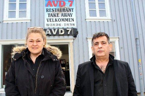 FLYTTER TIL SENTRUM: Daglig leder Mari Djuplasti og eier og driver Konstantinos Athanas Katsolis flytter Avdeling 7 inn til Mosjøen sentrum. (Foto: Snorre Sjøvoll)
