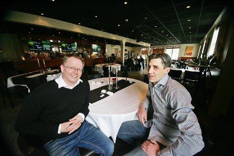Frode Fagerli (t.v.) og Tony Eide skal fylle dette rommet med pokerbord.