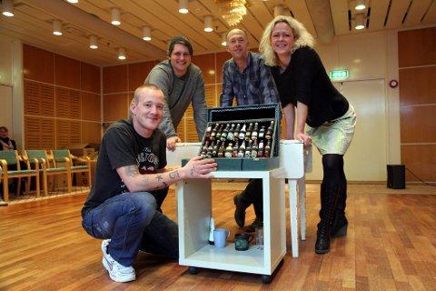 F.v.: Tobias Vik (skuespiller), Lars Løberg (teknikker), Lars Vik (manus/regi) og Rikke Raknes (Borgestadklinikken).