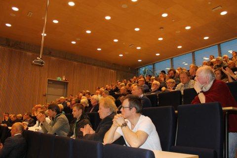 Kristian Vahl Østbye i Naturvernforbundet mener det var en sterk motstand mot brualternativ 3 Vestby/Hurum på Vestby vgs onsdag kveld.