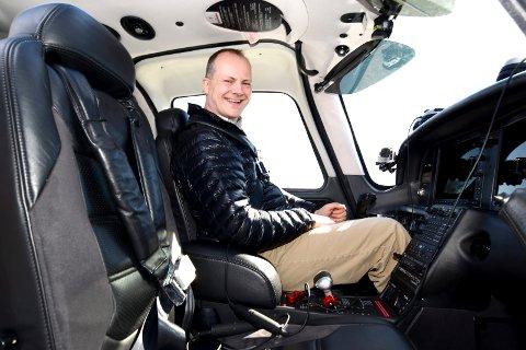 Tok av: Nesten nøyaktig 100 år etter at Roald Amundsen fikk sin første flytime på Kjeller flyplass, tok samferdsministere Ketil Solvik-Olsen av på samme rullebane i går. ALLE FOTO: VIDAR SANDNES