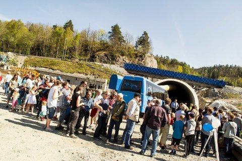 Lange køer: Det var kamp om å få komme inn for å se på Storberget-entreprisen, den lengste tunnelen i prosjektet med en lengde på 4680 meter.Foto: Truls Lian