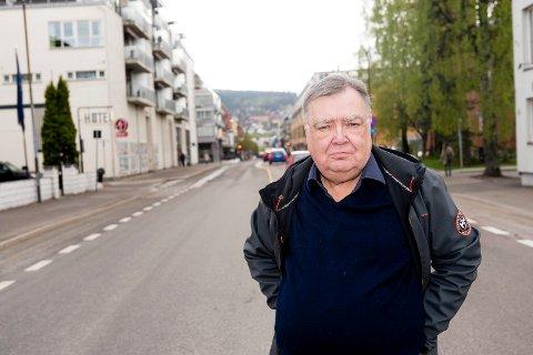 - STØTT OPP: Tom Ivar Jenkins oppfordrer næringslivet i Lillestrøm til å støtte opp om LSK. Selv ga han 100.000 kroner til #VIERLSK.