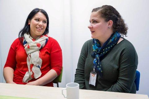 TEAMLEDERE: Kari Resellhagen (til venstre) og Margrethe Haarr er teamledere i den kommunale psykiatri-enheten, og blant de første fagfolkene som hjelpetrengende møter i behandlingsapparatet.