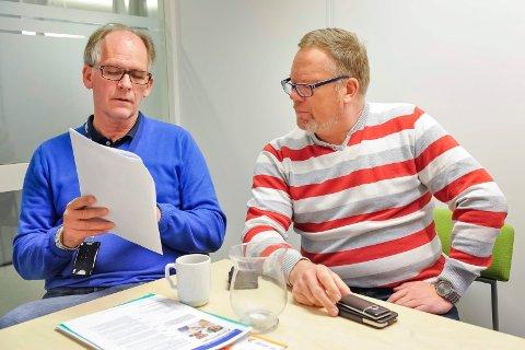 UTFORDRING: Kommunelege Åge Henning Andersen (til venstre) og psykiatrisk sykepleier Tormod Gulbrandsen ser på den landsomfattende folkehelseundersøkelsen, som viser at Kongsvinger har en utfordring på psykisk helsefeltet.