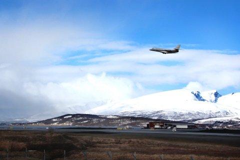 Her tar Stordalen av fra Tromsø lufthavn Langnes.