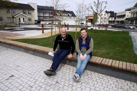 RESULTAT: Både Martin Martinsen i Nes kommune og entreprenør Erik Rønningen er fornøyd med resultatet. FOTO: TOM R. HÆHRE Foto: Tom R. Hæhre