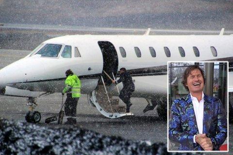 PRIVATJET TIL FEST: Petter Stordalen forlot torsdag morgen Tromsø i sitt Cessna-fly. Han mener nå at tiden der folk burde ha dårlig samvittighet for hvor mye de flyr, er forbi.
