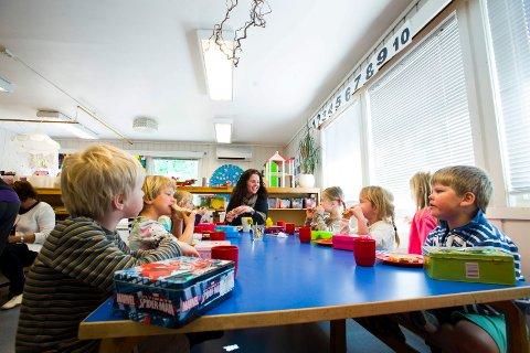 BEHOLDER EN BARNEHAGE: Kommunen ønsker bare å beholde en av sine sju barnehager. Denne må være stor og drives effektivt for å holde tilskuddet til de private barnehagene nede. Arkivbildet.