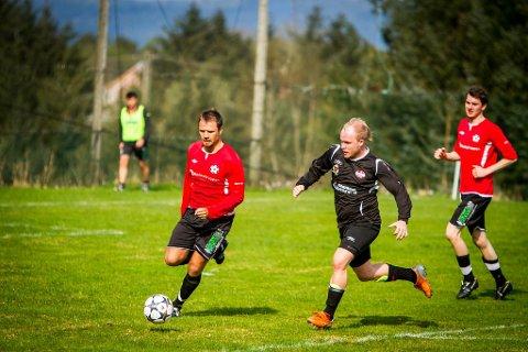 ÅRETS FØRSTE POENG?: Radøy/Manger, her representert ved Sindre Erstad, jaktar årets første poeng på den grøne øya når NBK kjem på besøk lørdag.