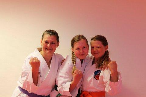 gradering i karate : Karate ? en familieidrett: Marit Indahl (t.v.) graderte seg sammen med sine døtre Ragni Marie og Martine (t.h.) onsdag kveld.
