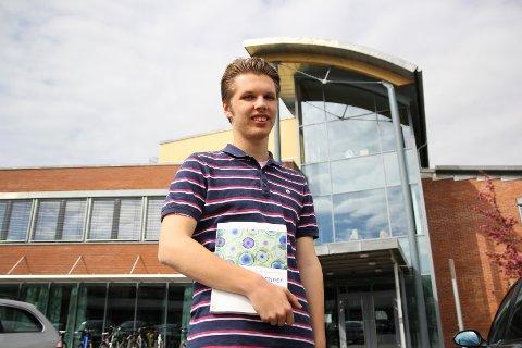 MILJØ: Eleven Audun Leganger (17) mener røykeforbudet vil skape et bedre miljø på skolen, men han har forståelse for at noen ikke ønsker de nye reglene velkommen.