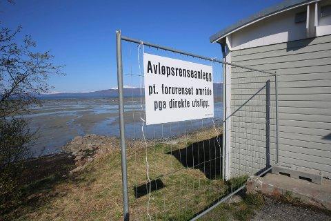 ADVARER: Området nedenfor renseanlegget i Håkvik, er ikke egnet som rekreasjonsområde. Foto: Fritz Hansen