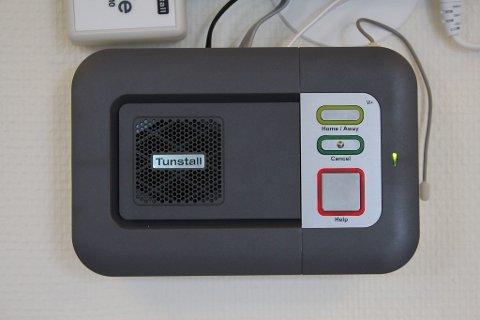 HEIMESENTRAL: Gjennom denne boksen får ein direkte kontakt, og kan kommunisera fritt med tilsette på vaktsentralen.