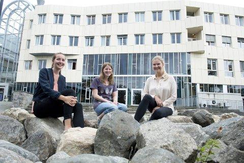 Anja Disa Gjøvåg Aase, Sandra Henriksen Valskog og Heidi Christina Svalstuen er aller ferdig lektorutdannet fra Høgskolen i Bergen denne uken. Svalstuen flytter til Oslo, mens de to andre håper å få jobb i Bergen. Alle har sendt ut en mengde søknader, uten å få respons.