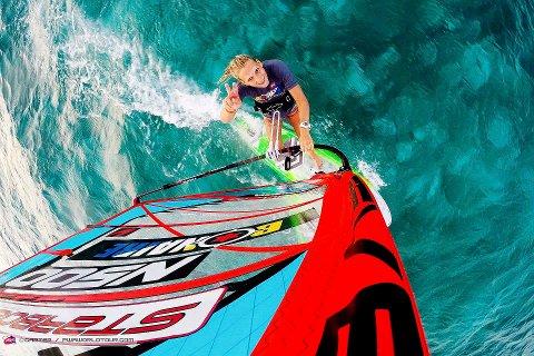 har troen: Oda Johanne Stokstad Brødholt nærmer seg den ypperste verdenseliten i windsurfing, og kan smile over fjerdeplass i verdenscupen i Bonaire.        ALLE FOTO: privat