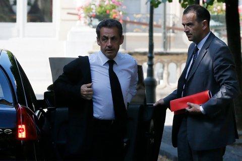Nicolas Sarkozy (t.v.).