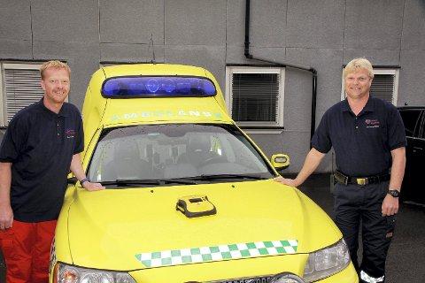 AVSTANDER: - Det er ikke alltid ambulansen venter rundt hjørnet, sier Hans Martin Hanssen (til venstre) og Jan-Børre Østerhaug Olsen.