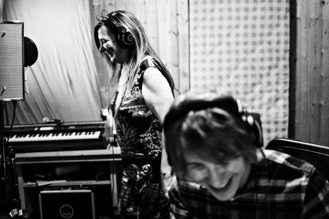 Mari Boine og Herman Rundberg i studio.