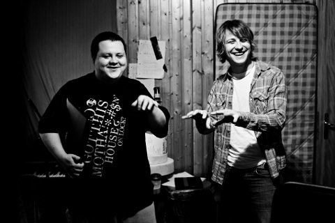 Herman Rundberg og SlinCraze koser seg i studio.