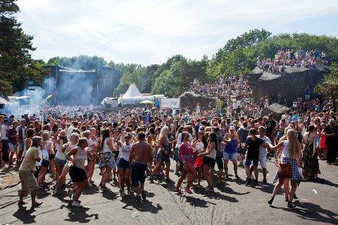 Stor stemning: Rundt 10.000 mennesker hver dag skapte kjempestemning i Skråvika under festivalen. Foto: Peder Torp Mathisen