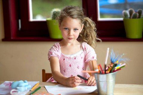 Isla (5) kan ikke forvente seg lommepenger når hun blir eldre. ? Om barna får mer penger, bruker de bare mer penger, sier Mamma Alena.