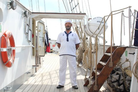 Joaquin Bernardino har blant mye annet ansvaret for å ta imot turistene som ønsker å se båten.