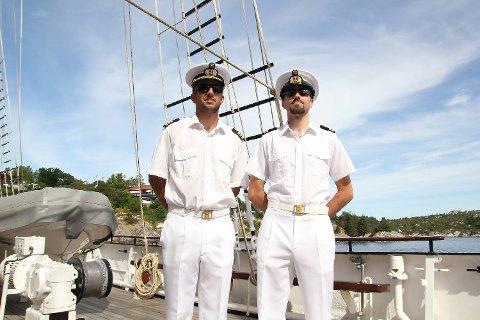 Luis Dias og André Azad gleder seg til å seile inn til Bergen.