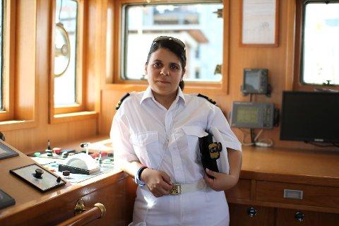 Overstyrmann Deobora Rodrigues er den eneste kvinnen som jobber om bord i skipet. Noe hun trives godt.