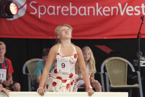Vinnarsteinen til Sara Lutro i juniorklassen landa på 8,35 meter.