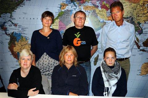FOR GAZA: Det arrangeres ny støttemarkering for Gaza i Tromsø kommende torsdag, den tredje i rekka foreløpig. Organisatorer er Gro Davidsen i Vennskapsbyprosjektet, Knut Borud i Palestinakomiteen, Kristin Arvesen i Fagforbundet Tromsø og omegn, Britt Ås i Fagforbundet Troms og Ingvild Mjøen Sausjord i Palestinakomiteens ungdomsgruppe. Her er de sammen med ordfører Jens Johan Hjort, som helhjertet støtter deres arbeid.