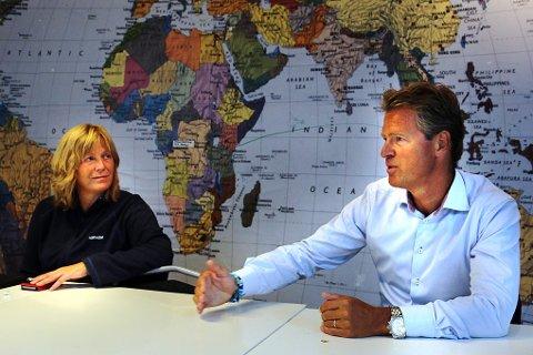 ENGASJERT: Ordfører Jens Johan Hjort gir sin fulle støtte til Tromsøs vennskapsby Gaza, og planlegger et besøk dit til høsten. Her sammen med Britt Ås i Fagforbundet Troms, en av organisatorene bak støttemarkeringene i Tromsø.